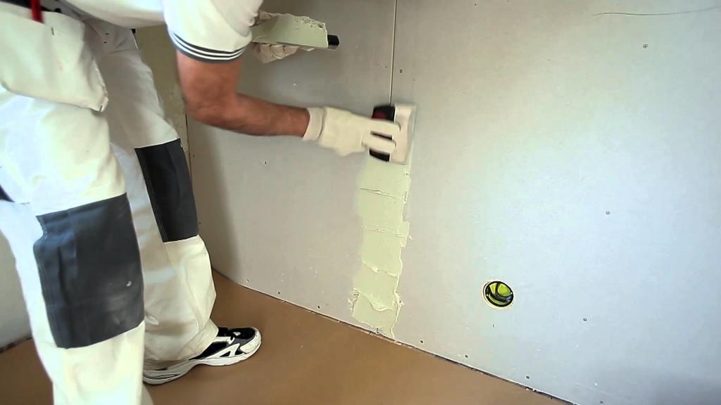 Как правильно шпаклевать стены под обои